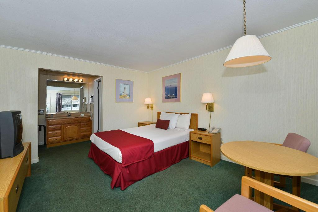 Americas Best Value Inn Mackinaw City Motel Mackinaw City Mi Deals Photos Reviews