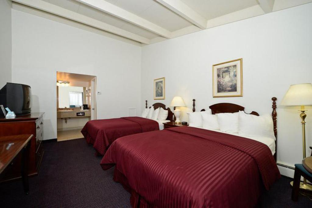 2 QUEEN BEDS NONSMOKING - Guestroom Americas Best Value Inn Petoskey