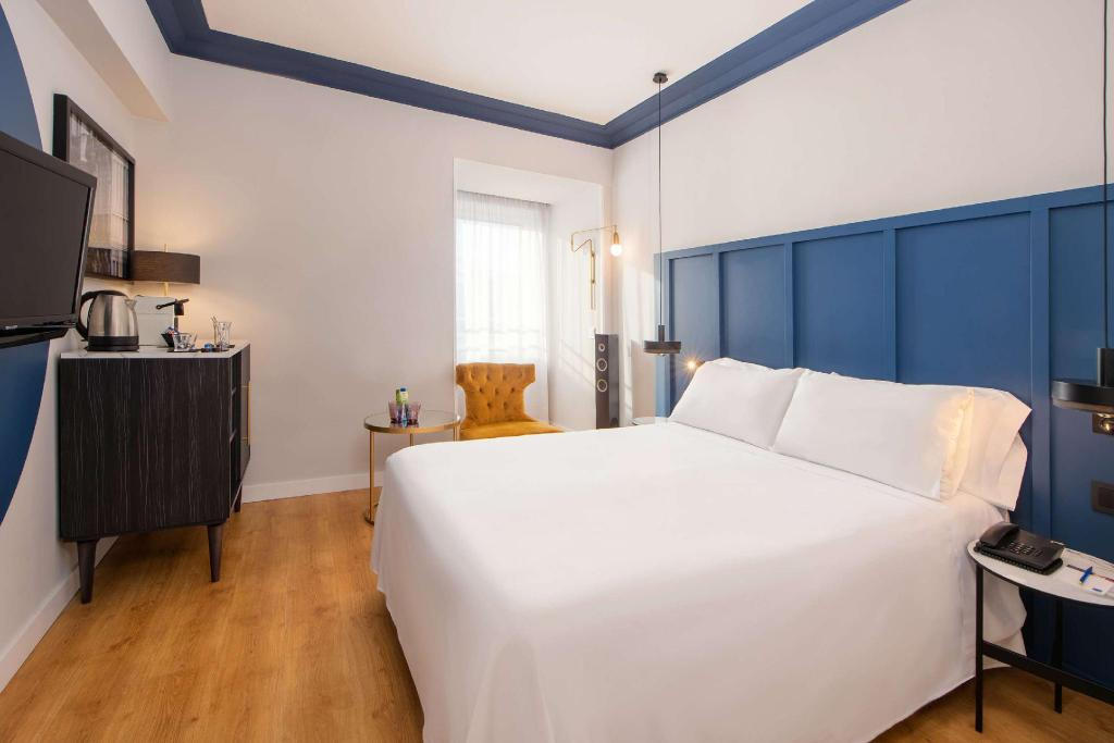 Premium Double Bed - Guestroom Tryp San Sebastián Orly Hotel