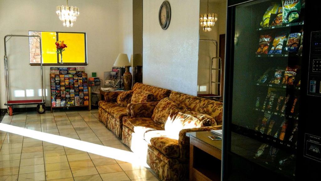Oaktree Inn And Suites Oklahoma City, Western Style Furniture Oklahoma City