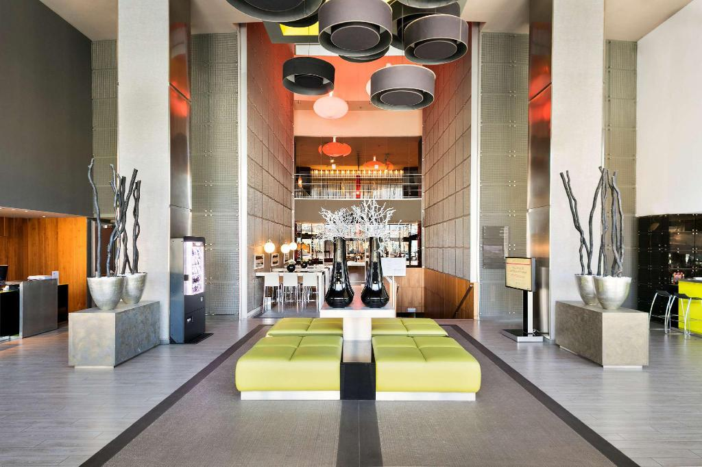 Lobby Hotel Barcelona Condal Mar managed by Melia
