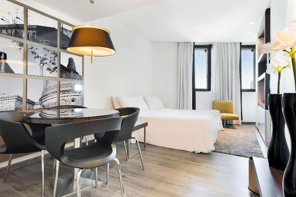 Quadruple Room - Guestroom Hotel Barcelona Condal Mar managed by Melia