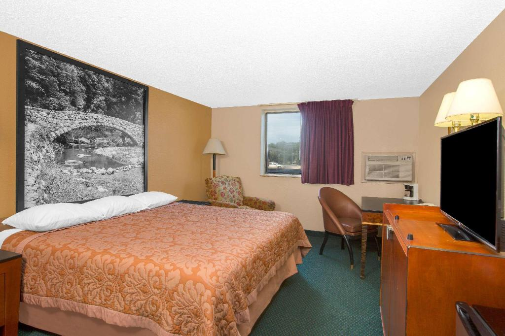 1 King Bed Non-Smoking - Guestroom Super 8 By Wyndham Sioux City/Morningside Area