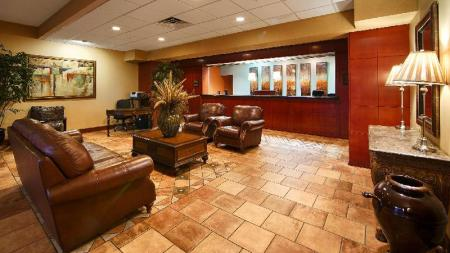 Лобби Best Western Plus Sandusky Hotel and Suites