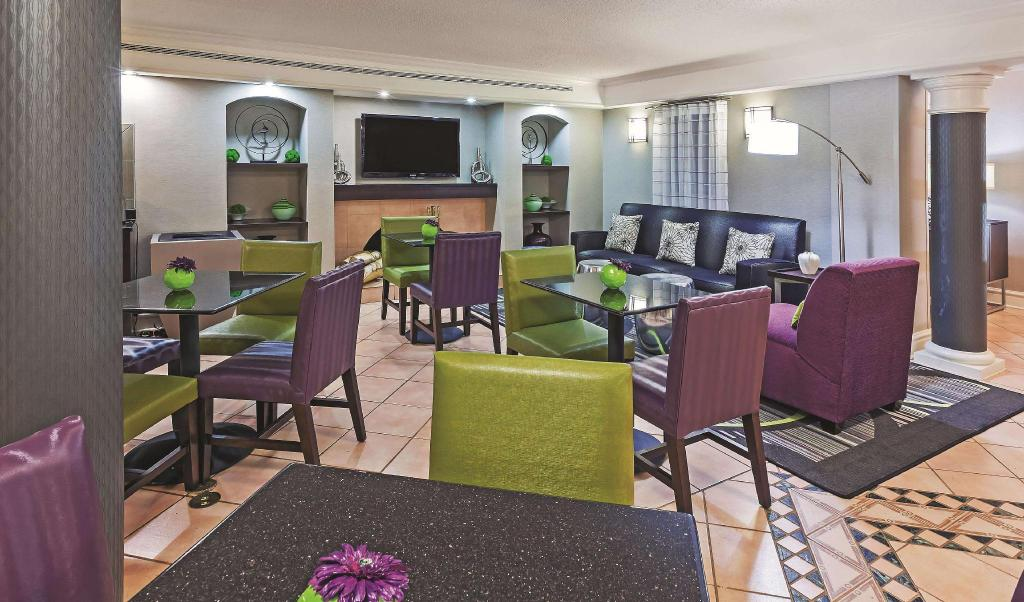 Lobi La Quinta Inn by Wyndham Houston Cy-Fair