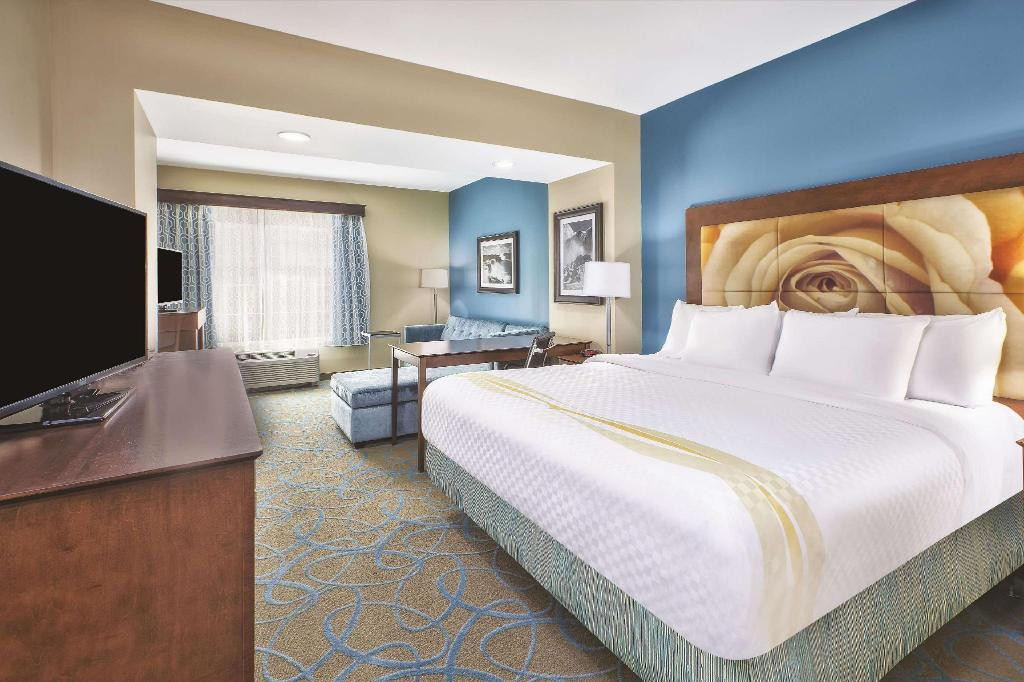 1 King Bed, Deluxe Suite, Non-Smoking - Istaba viesiem La Quinta Inn & Suites by Wyndham Niagara Falls