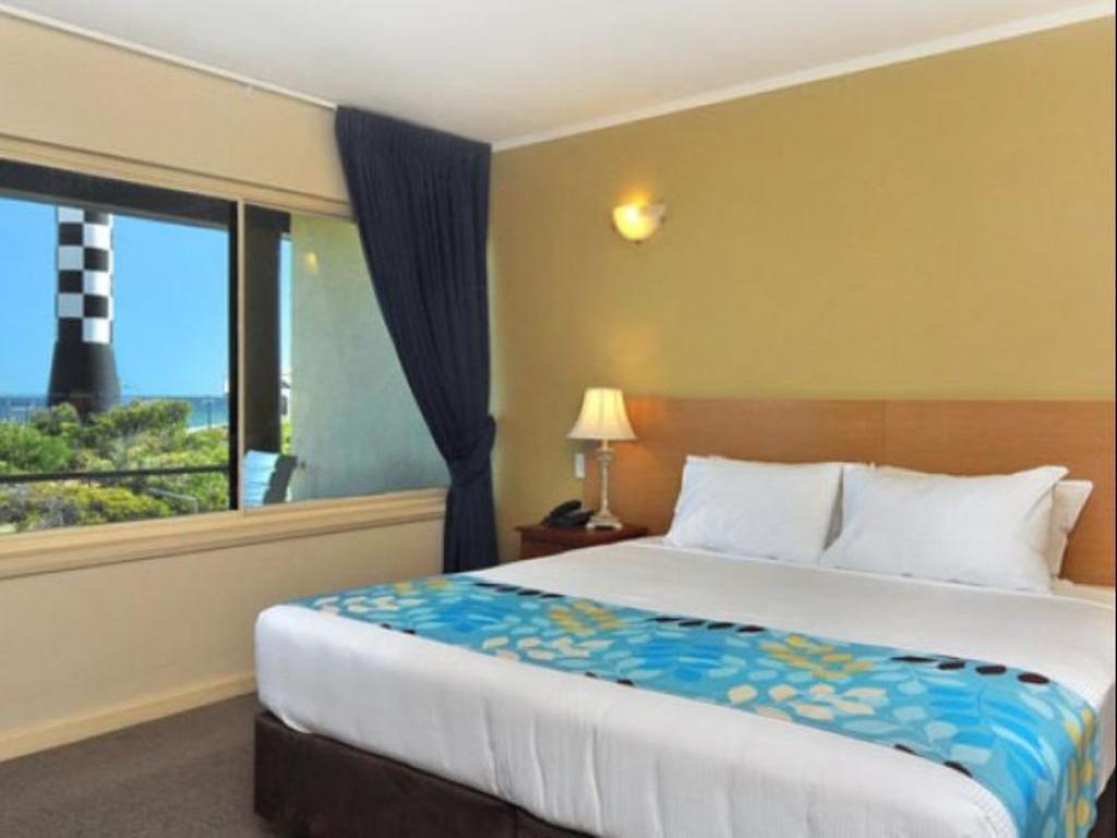 quality hotel lighthouse bunbury from 82 save on agoda. Black Bedroom Furniture Sets. Home Design Ideas