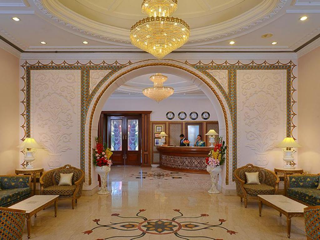 Lobby WelcomHeritage Noor-Us-Sabah Palace