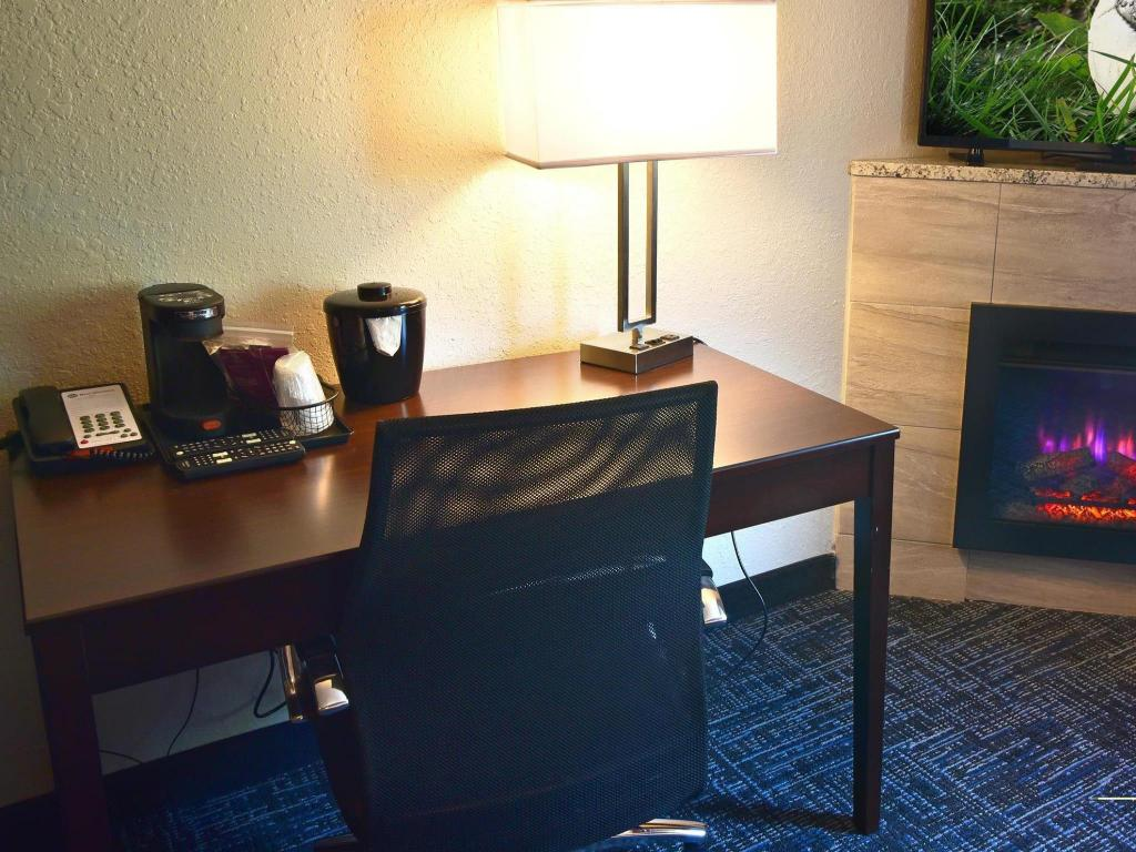 1 King Room Non-Smoking Best Western Flint Airport Inn & Suites