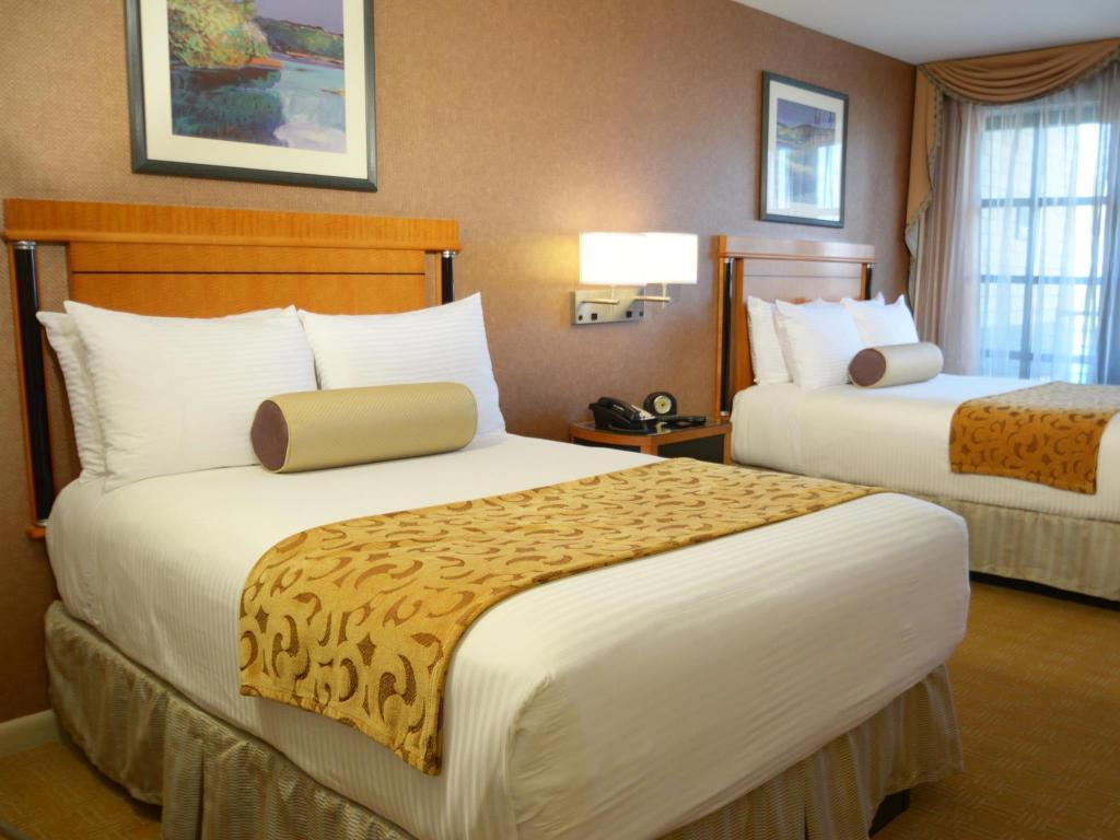 2 Double Beds Nonsmoking Inn at Great Neck BW Premier Collection