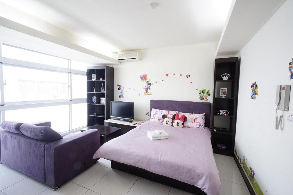 Guestroom Mickey Double-Fengjia night market