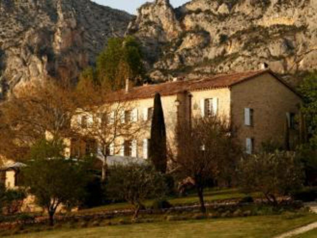 Best Price on La Bastide De Moustiers - Les Collectionneurs in ...