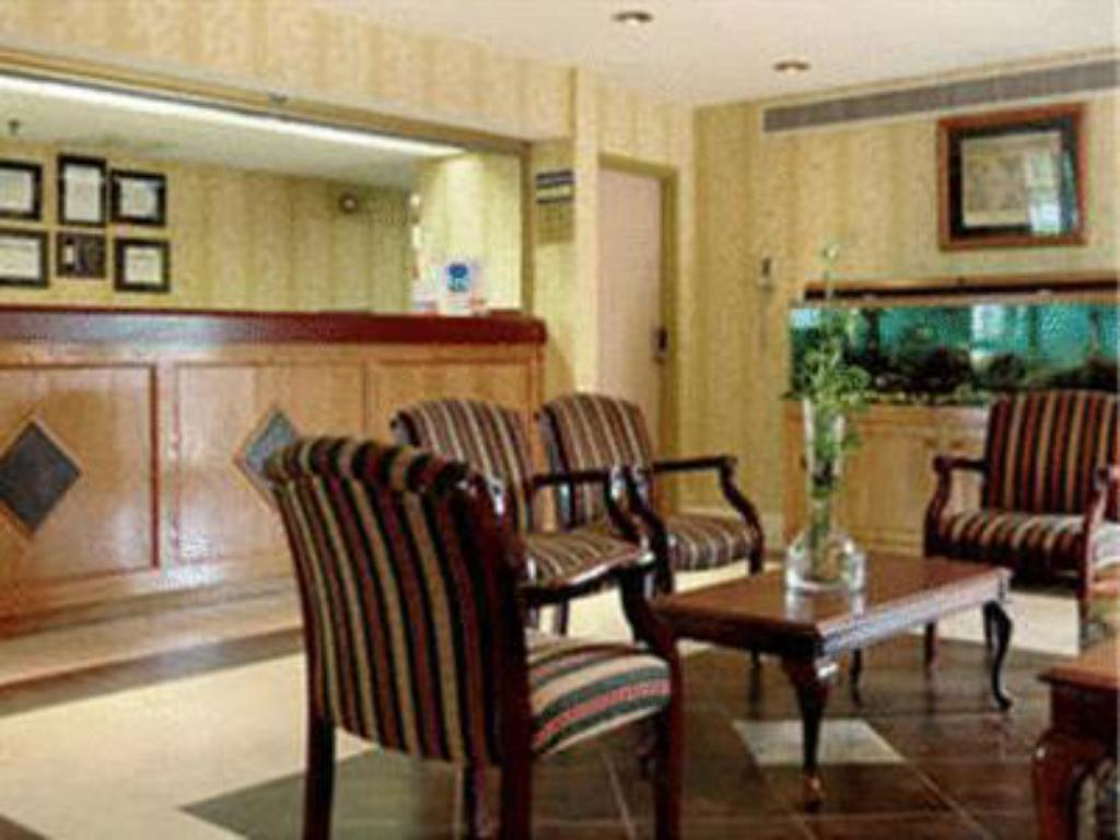 Lobby Norcross Inn and Suites