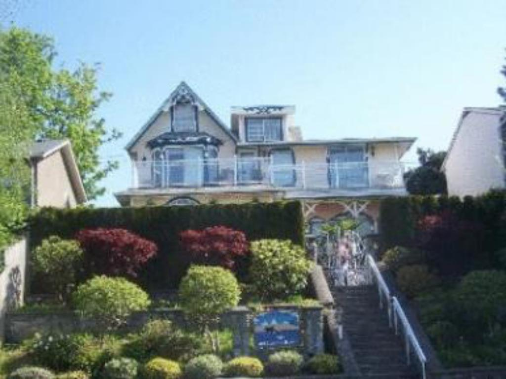 More about Ocean Breeze Executive Bed and Breakfast