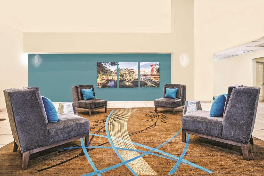 La Quinta Inn Amp Suites By Wyndham San Antonio N Stone Oak