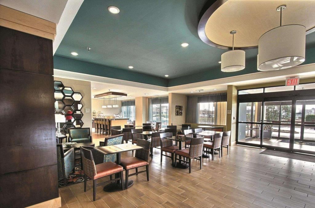 Lobby La Quinta Inn & Suites by Wyndham Richmond-Midlothian