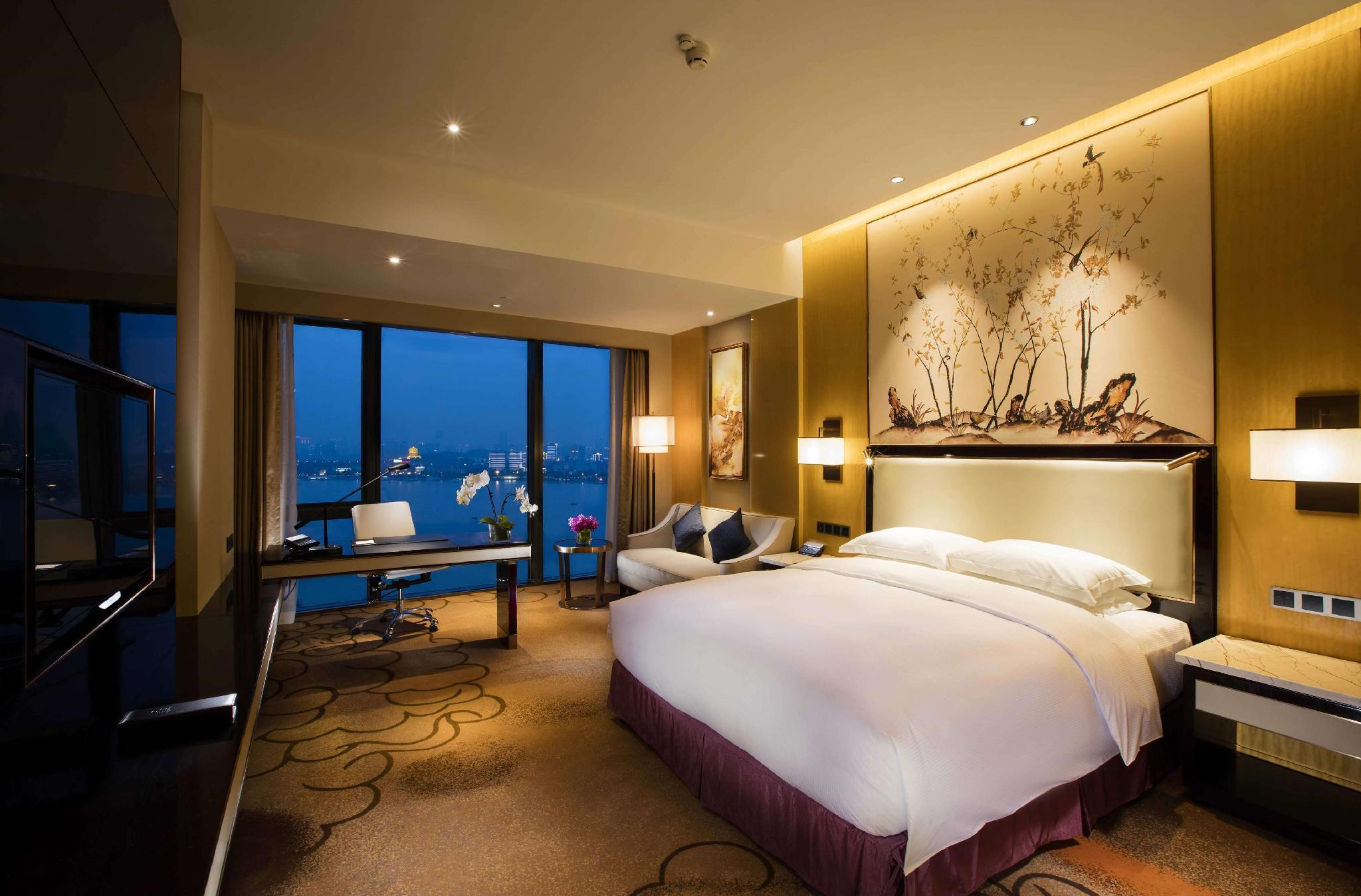 King Premier Room River View