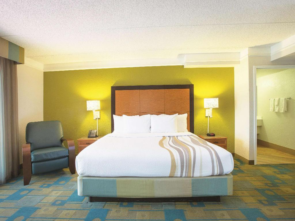 1 King Bed and 1 Twin Bed, Suite, Non-Smoking - Suite room