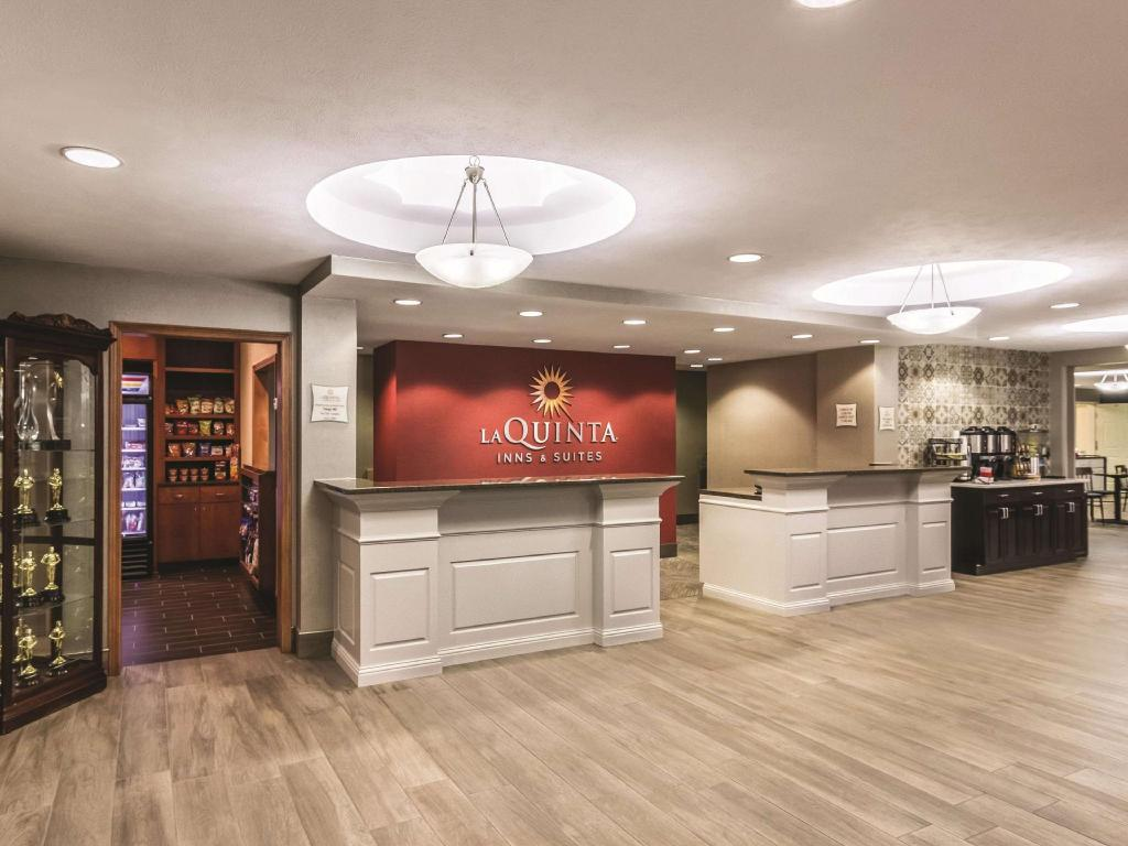 Lobi La Quinta Inn & Suites by Wyndham Fargo-Medical Center