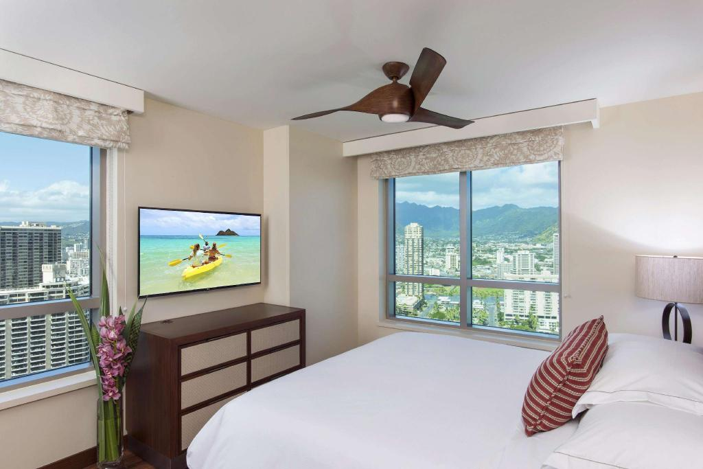 1 Bedroom Resort View King - Guestroom The Grand Islander by Hilton Grand Vacations