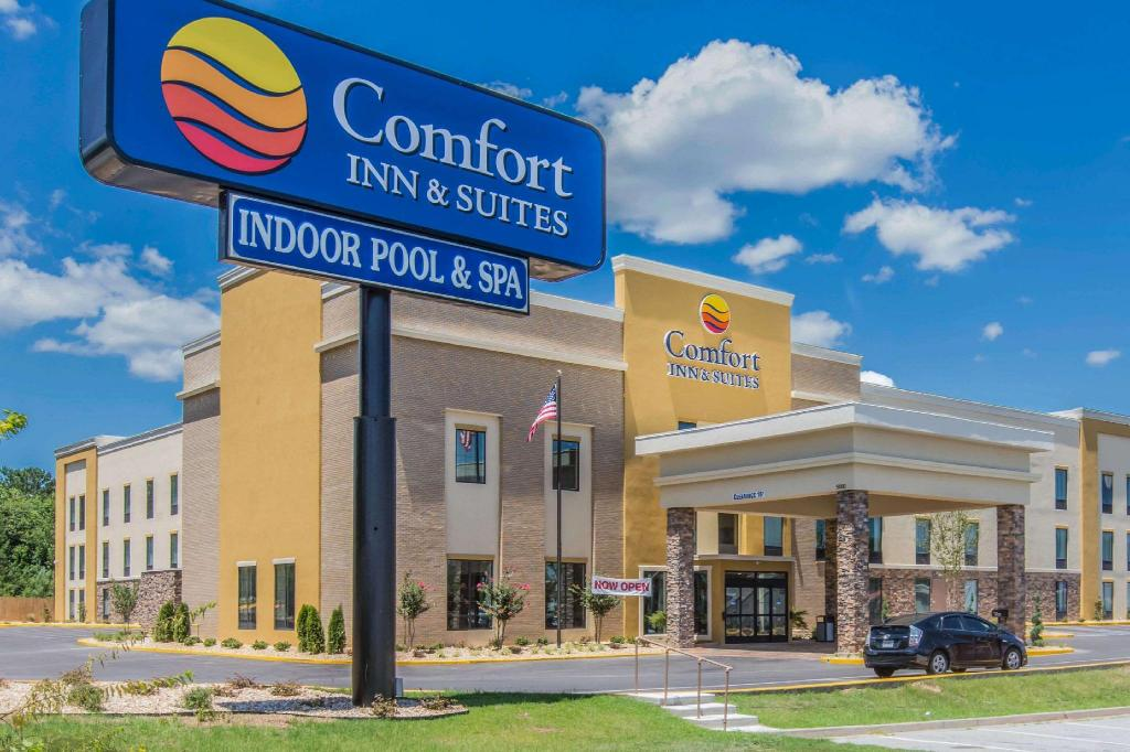 Більше про Comfort Inn & Suites West