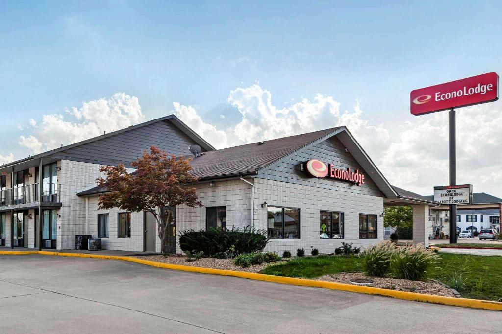Econo Lodge Inn & Suites near Shepard of the Hills Expy