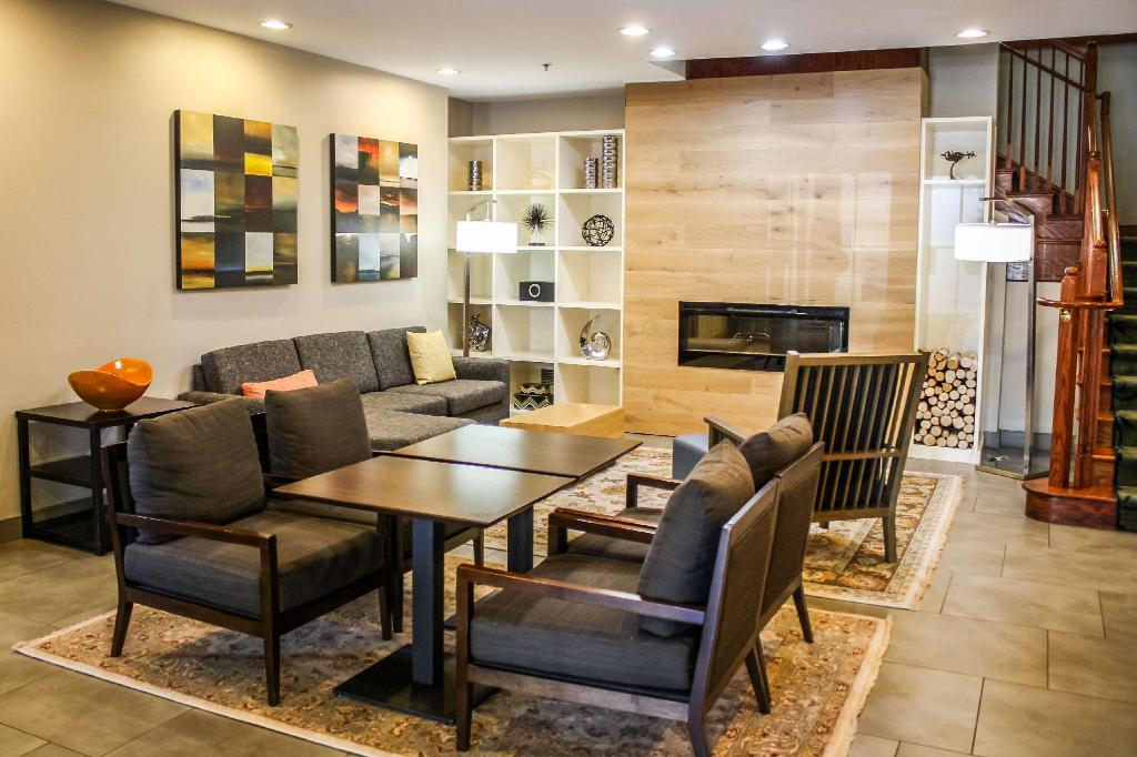Lobby Country Inn & Suites by Radisson, Washington Dulles International Airport, VA