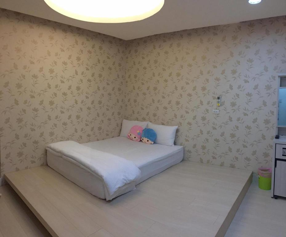 See all 18 photos Ejoysleep Double Bedroom-Fengjia Night Market B