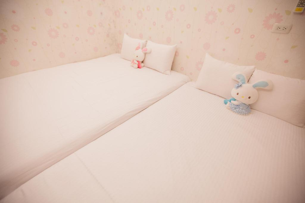 See all 17 photos Ejoysleep Quadruple Bedroom-Fengjia Night Market E