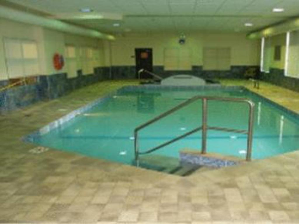 Schwimmbad Humphry Inn and Suites