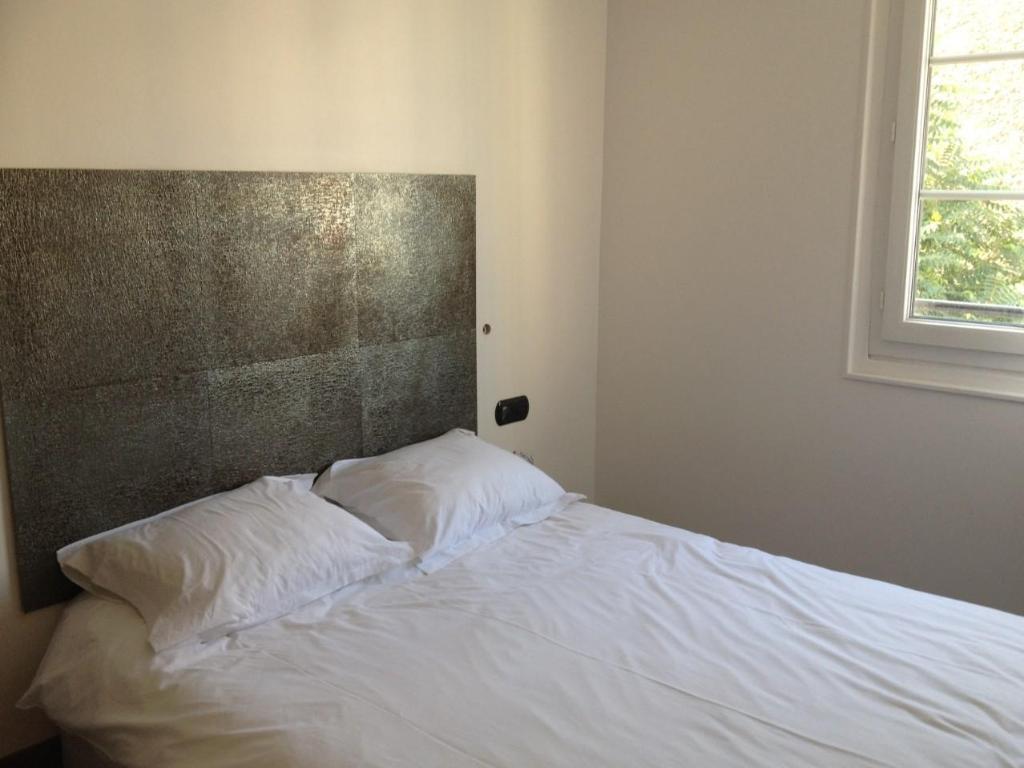 Tete De Lit Contre Radiateur element hotel in paris - room deals, photos & reviews