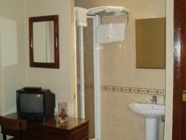 Doble o 2 llits amb bany compartit (Double or Twin with Shared Bathroom)