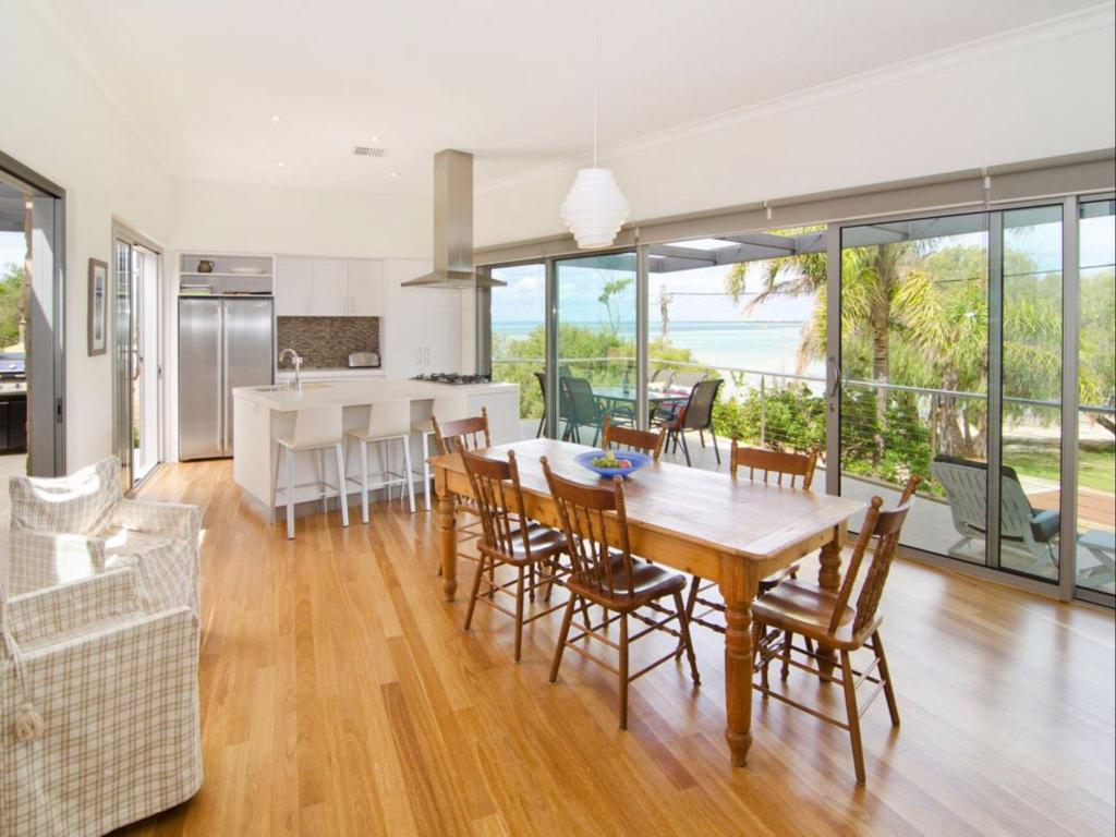 Dunsborough Holiday Homes - 92 Bay View Crescent