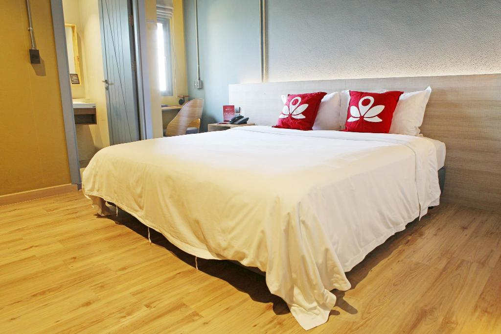 Superior Double Room - Bed ZEN Rooms Ekkamai 6