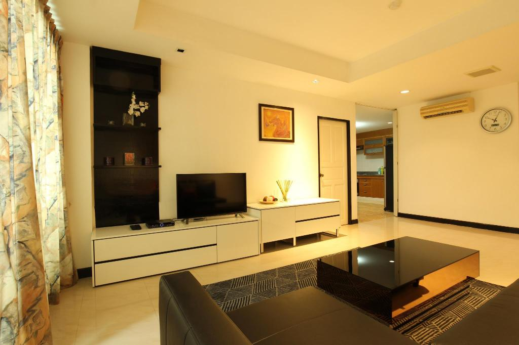 Spacious 2 Bedrooms, 140 Sqm. 8 min to Sky train