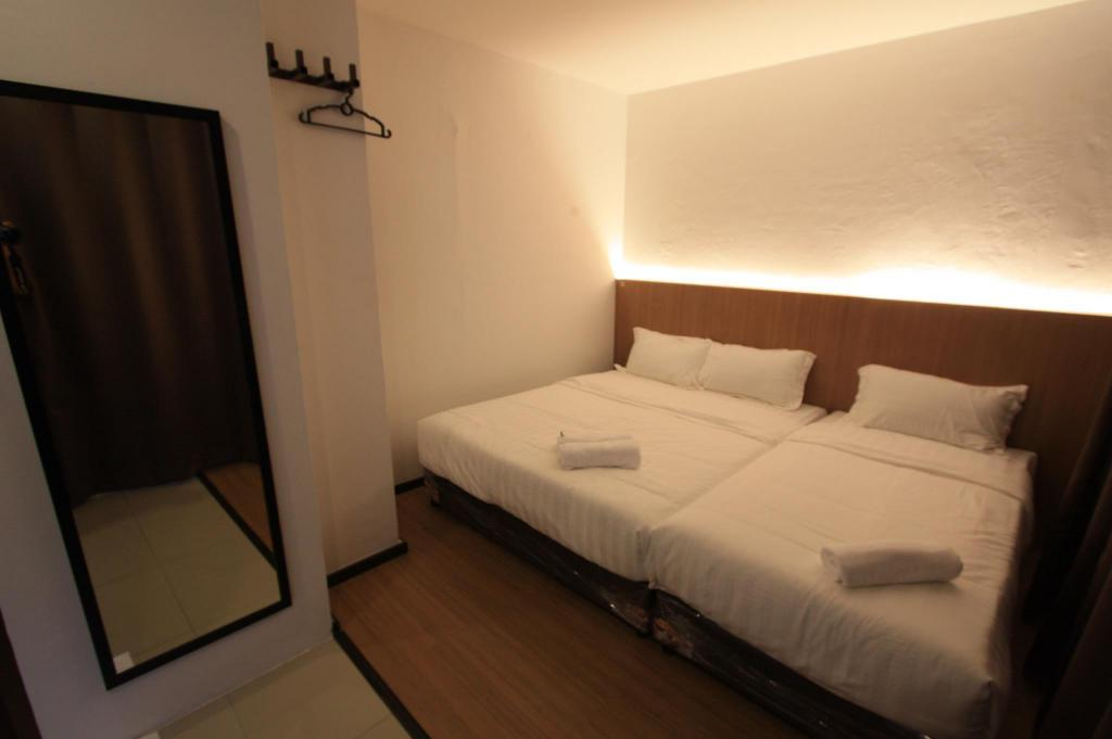 Double Standard Deluxe - Bed Place2Stay @ Simpang Tiga