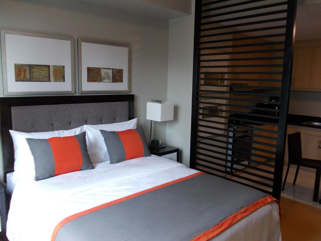 Fully Furnished Studio Suite 2 in Bonifacio Global City