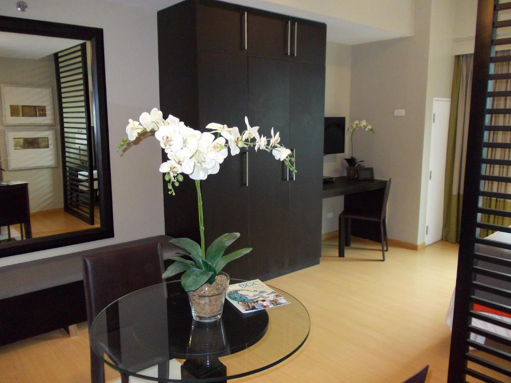 See all 15 photos Fully Furnished Studio Suite 2 in Bonifacio Global City
