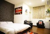 Bear Double room-Fengjia night market