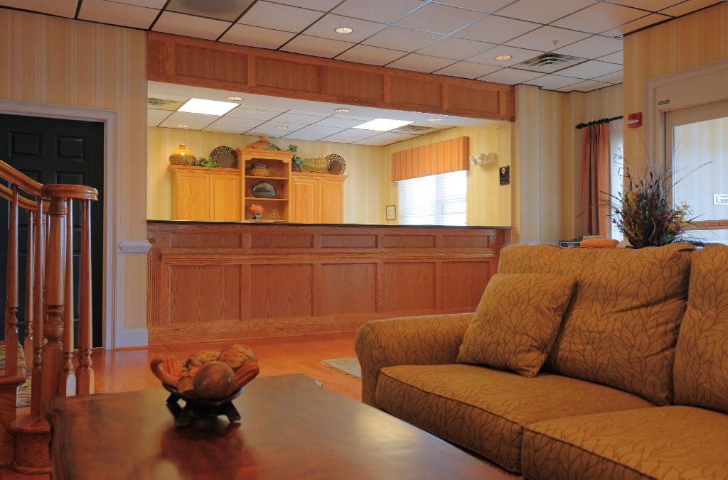 Lobby Country Inn & Suites by Radisson, Orangeburg, SC