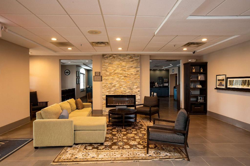 Lobby Country Inn & Suites by Radisson, Wilson, NC