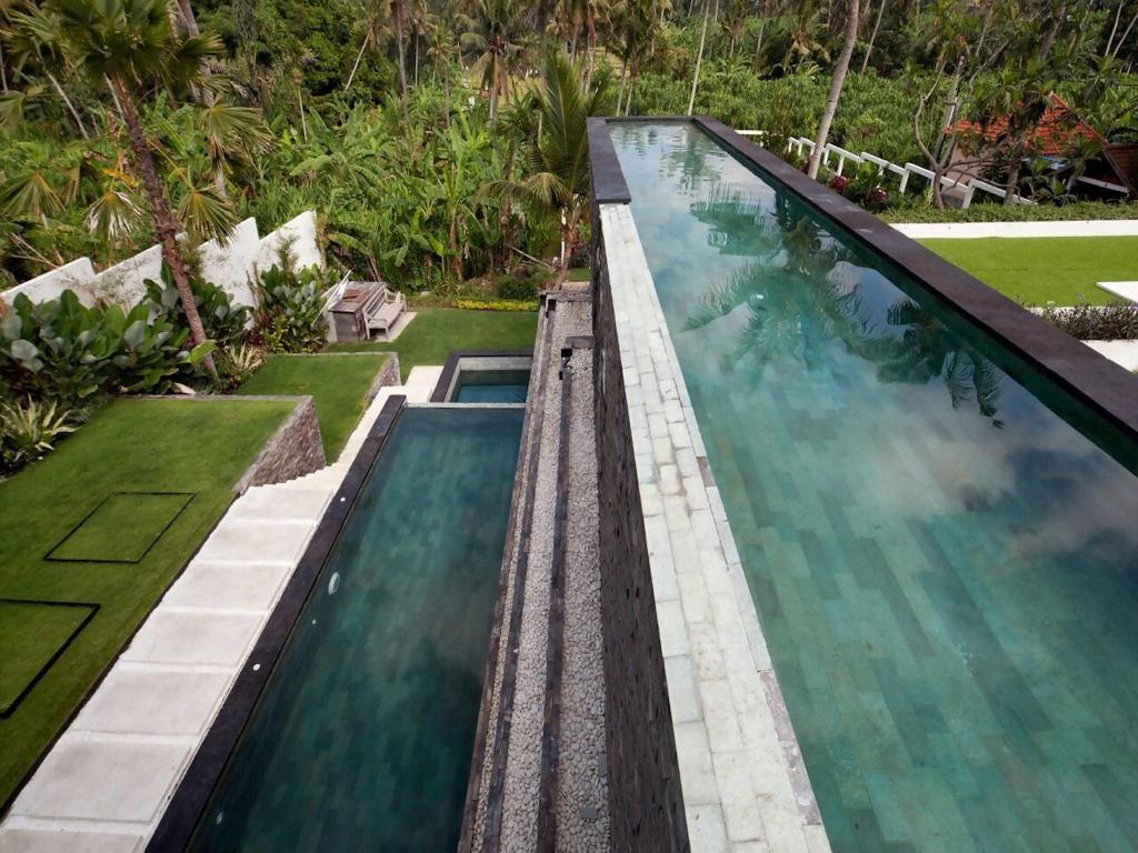 Swimming pool Villa Suami
