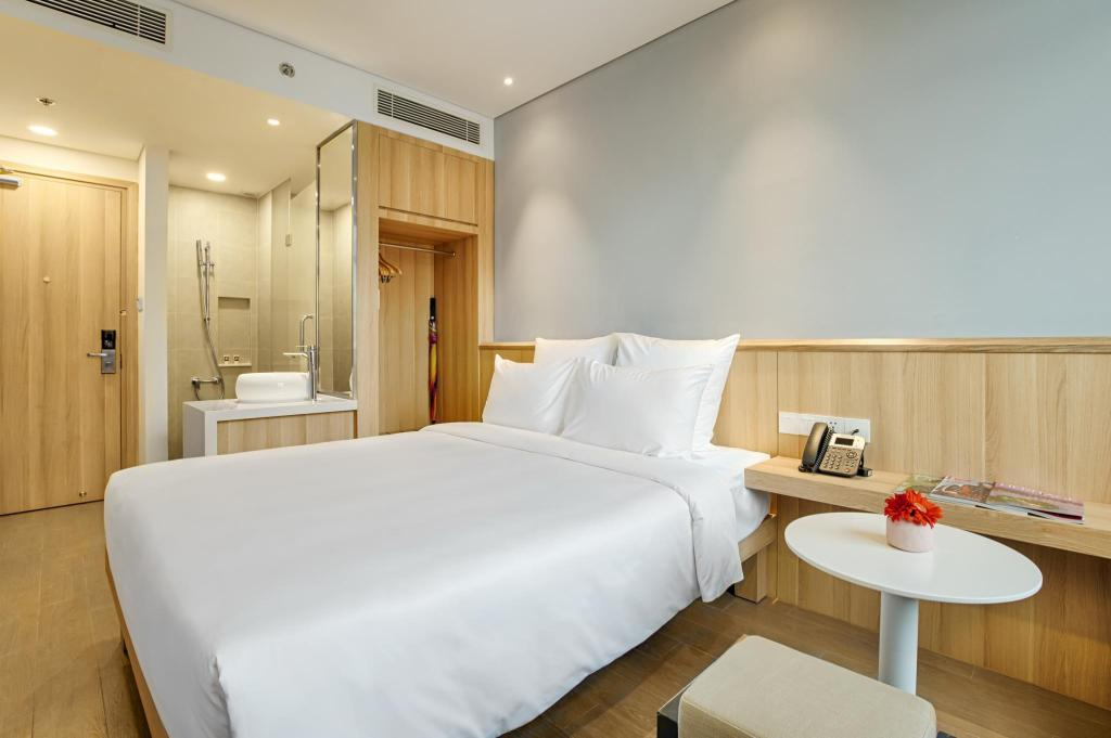 Superior Double or Twin Room - Bed Muze Cocobay Danang