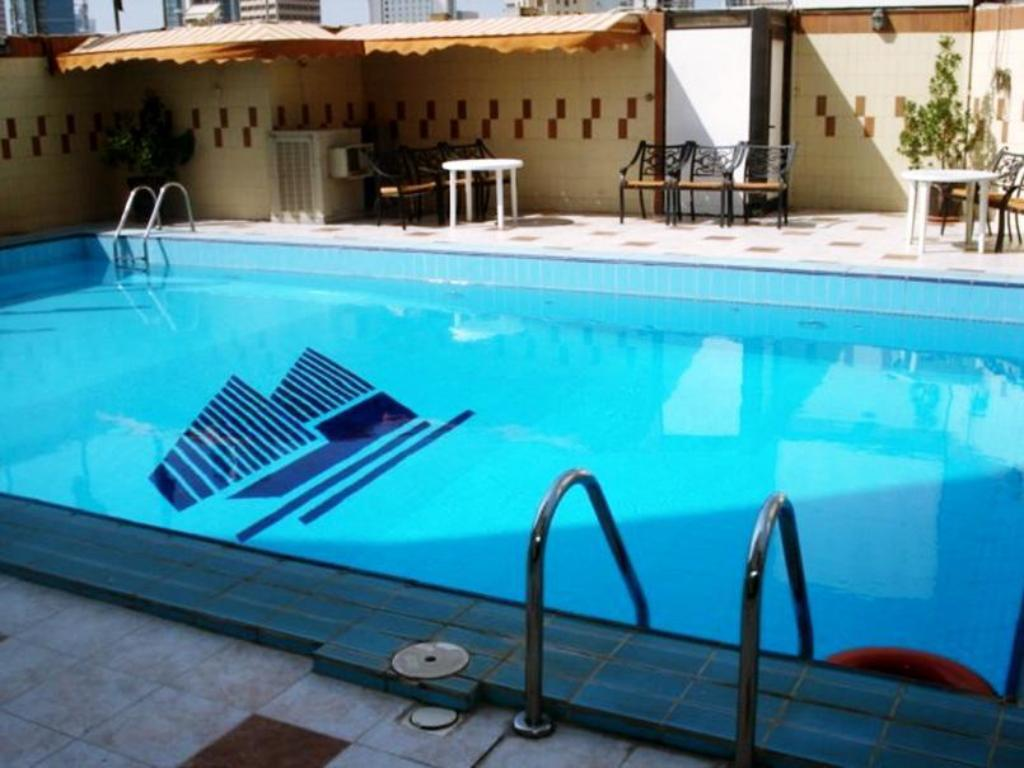 Swimming pool Kuwait Continental Hotel