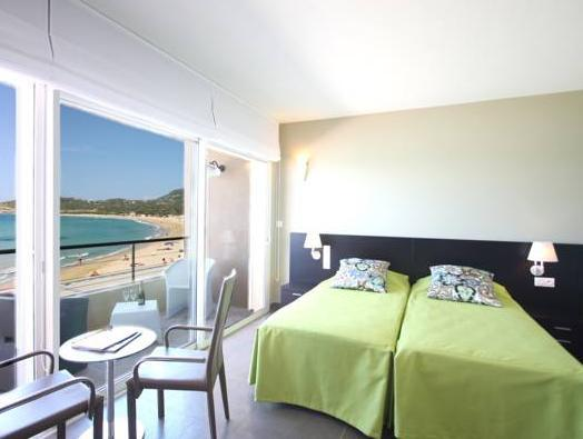 Deluxe Room with Terrace and Sea Front