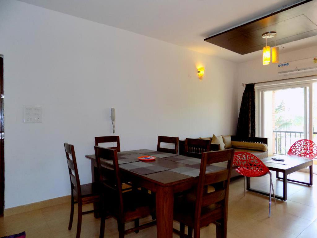 חדר אוכל Modern Furnished Apartment near Club Cabana CM035