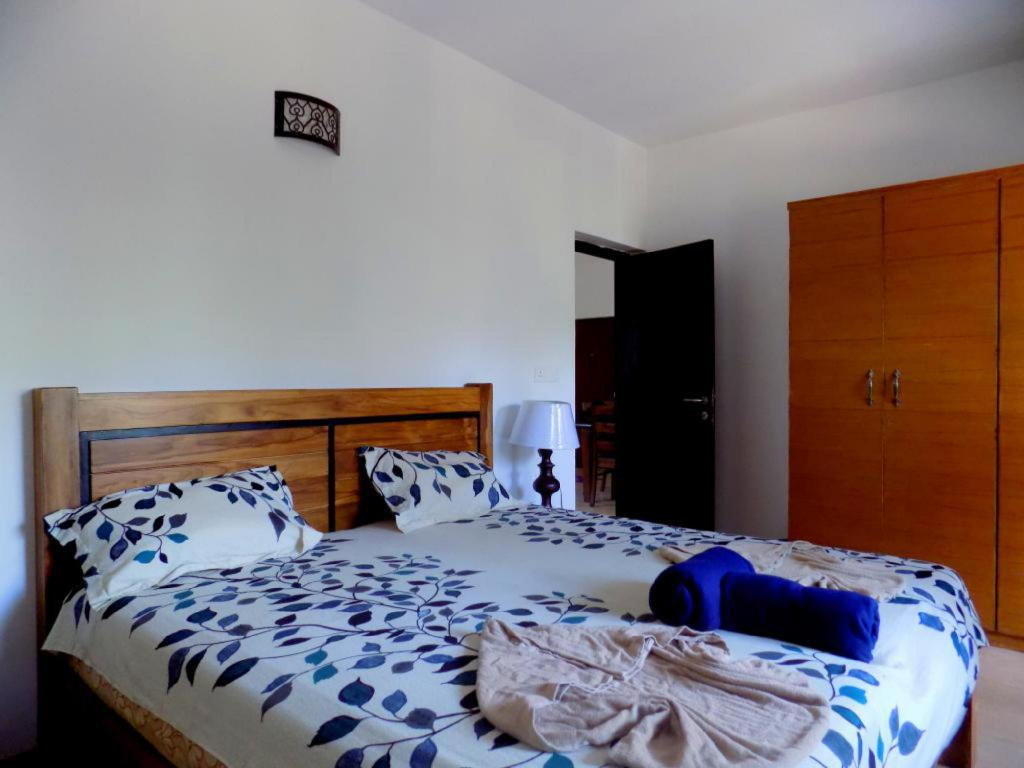 מיטה Modern Furnished Apartment near Club Cabana CM035