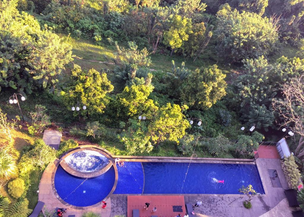 Swimming pool [outdoor] TechieRoom Kotlin at Clove Garden Residence