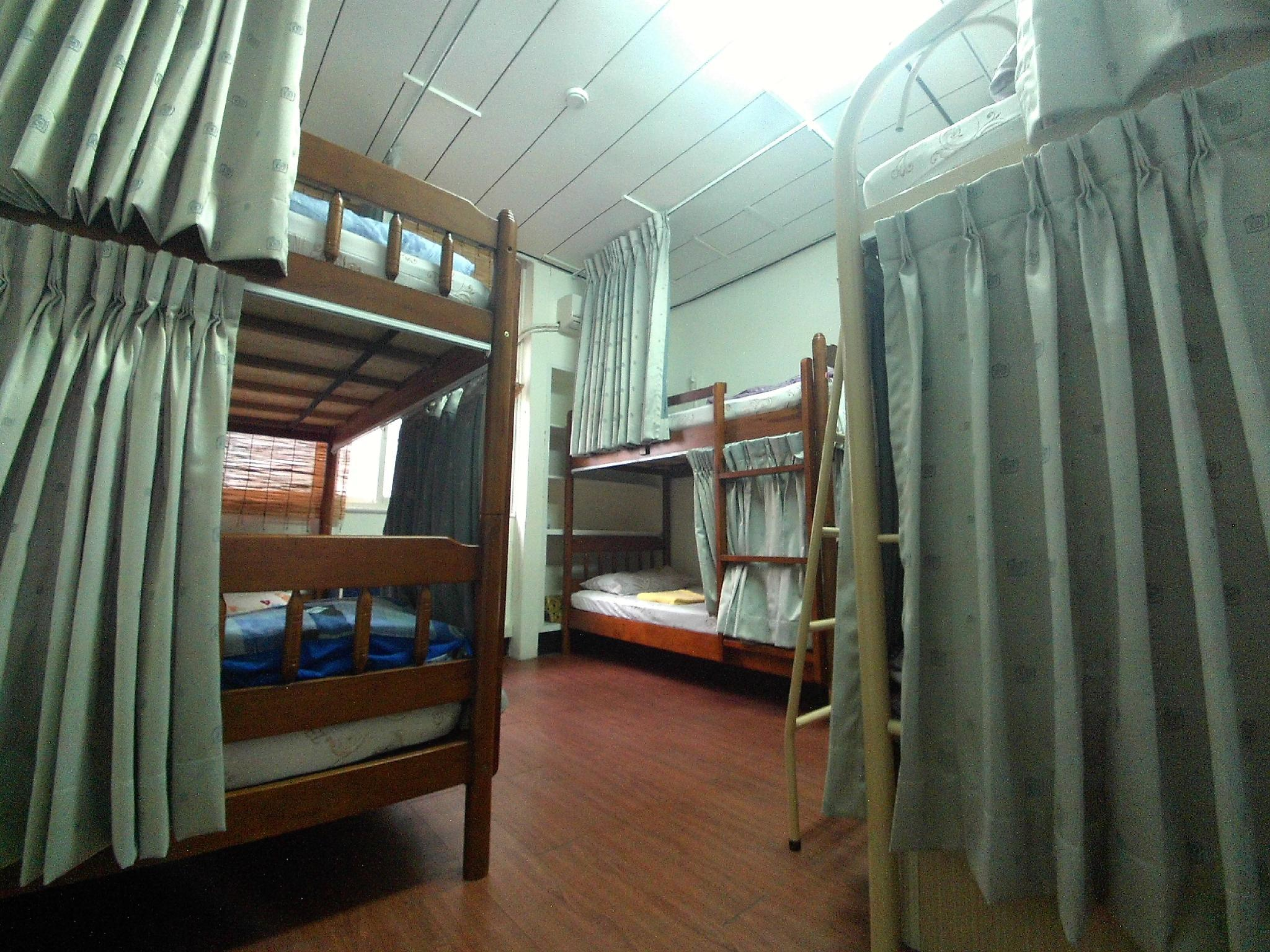 Dormitory 6-Bed (Female)