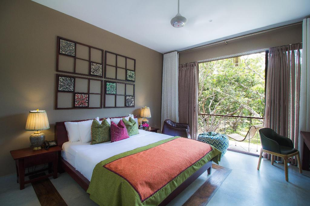 Deluxe Double with Balcony - Bed Sigiriana Resort by Thilanka
